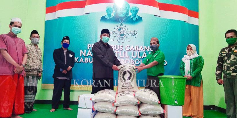 PCNU Kabupaten Probolinggo menyalurkan sebanyak 19.000 paket sembako kepada warga yang terdampak Covid-19. (Istimewa)
